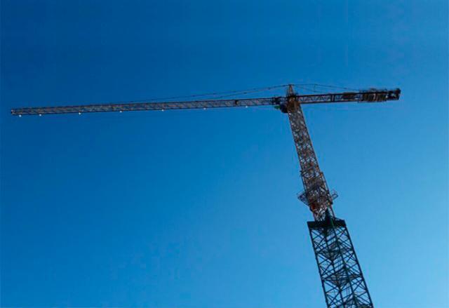 noticias heavy-duty-instala-grua-torre-autoestable-mas-alta-de-santiago